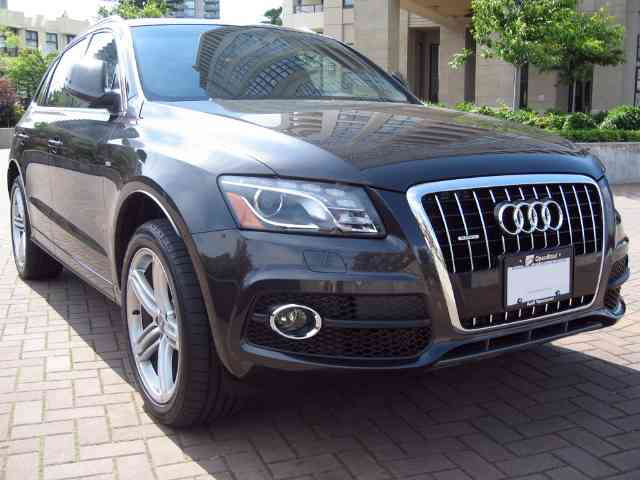 Audi Q5 3.2 - 2010 Audi Q5 3.2 is 4 doors 5 seater Audi SUV with Gasoline V6 engine with 4 valves per cylinder tha...