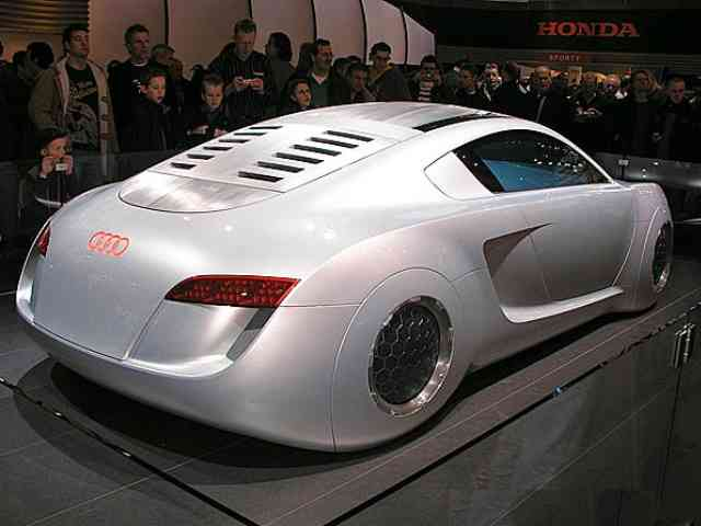 Audi RSQ - Audi RSQ car exterior was designed by Julian Hoenig. Some special features of Audi RSQ design are its
