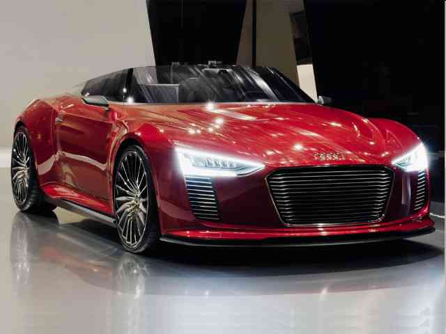 Red Audi di e-tron Spyder - The Audi di e-tron Spyder is coming now in red. Audi di e-tron Spyder was shown at the 2010 Paris au...
